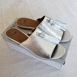 14th & Union Silver Metallic Tassel Slides
